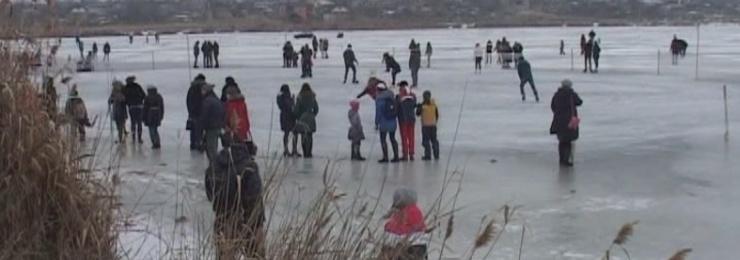На Лебяжьем озере состоялся масштабный ледовый праздник