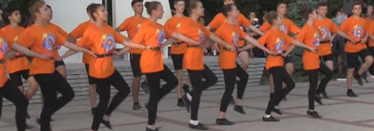 28 травня на набережній морського вокзалу відбувся масовий танцювальний флешмоб