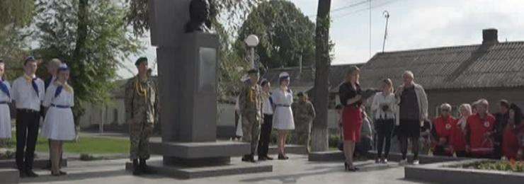 8 мая в Измаиле прошли торжественные церемонии возложения цветов к памятным знакам