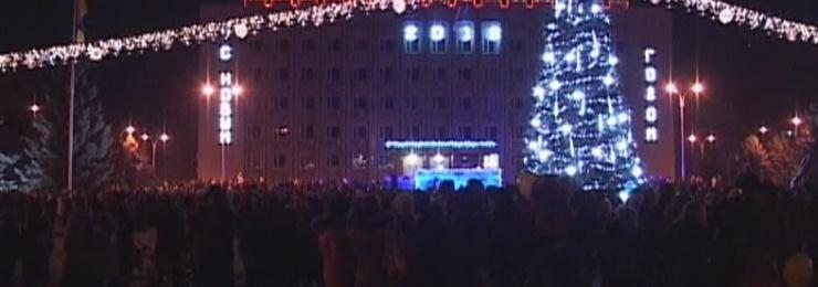 Новый 2018 год жители нашего города традиционно встречали на площади Победы