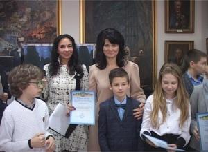 19 грудня в Обласному центрі естетичного виховання в рамках арт-проекту «Новорічна феєрія» відкрилася виставка робіт дитячої творчості «Зимова палітра»